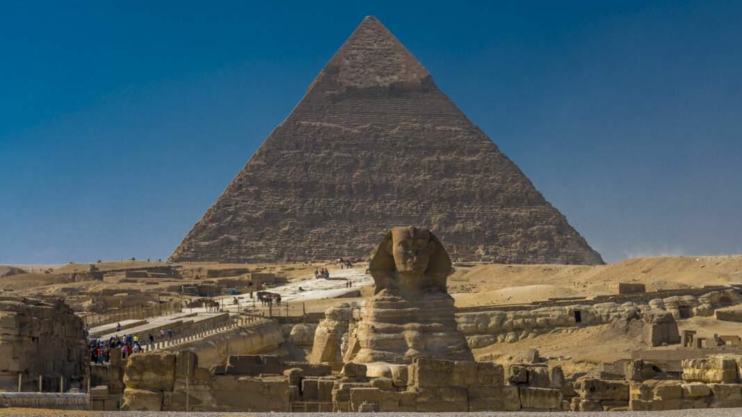 Du haut de ces pyramides, trente siècles la contemplaient.