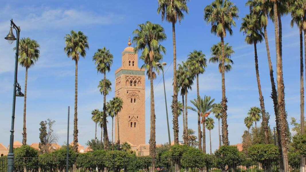 Des montagnes du Haut Atlas aux dunes du Sahara, en passant par la côte sauvage atlantique et la richesse architecturale des villes impériales, voyage au Maroc, un pays riche de ses contrastes et de ses beautés variées.