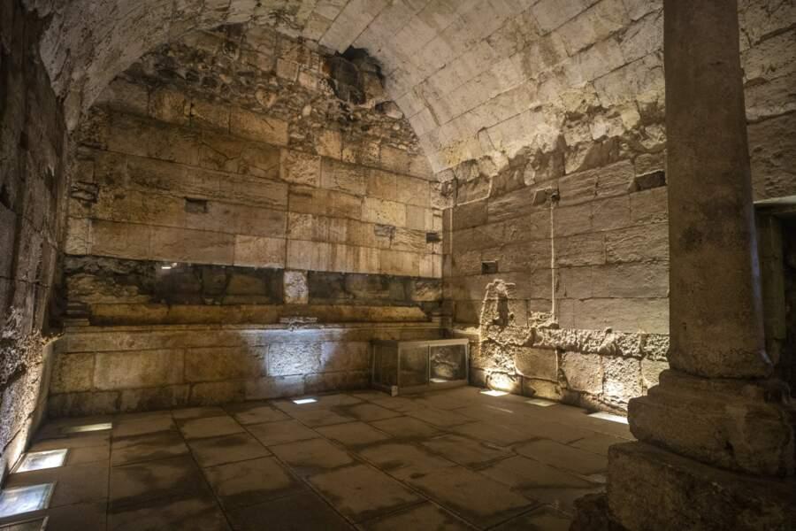 Vestiges du bâtiment de 2000 ans récemment fouillé.
