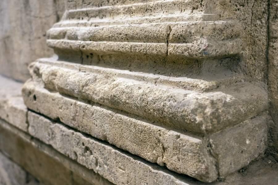 Détail des vestiges de la salle des banquets de 2000 ans.