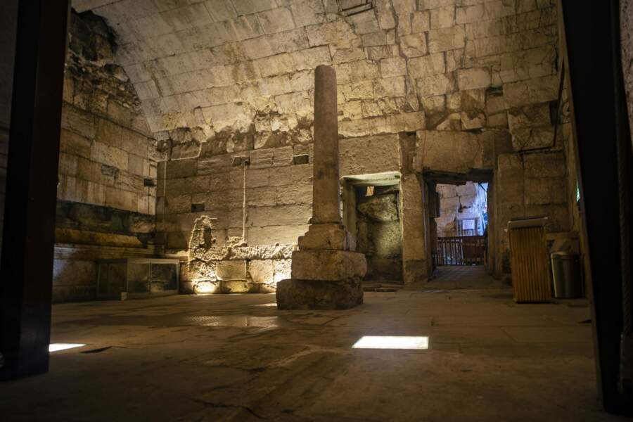 Vestiges du magnifique bâtiment de 2000 ans récemment fouillé