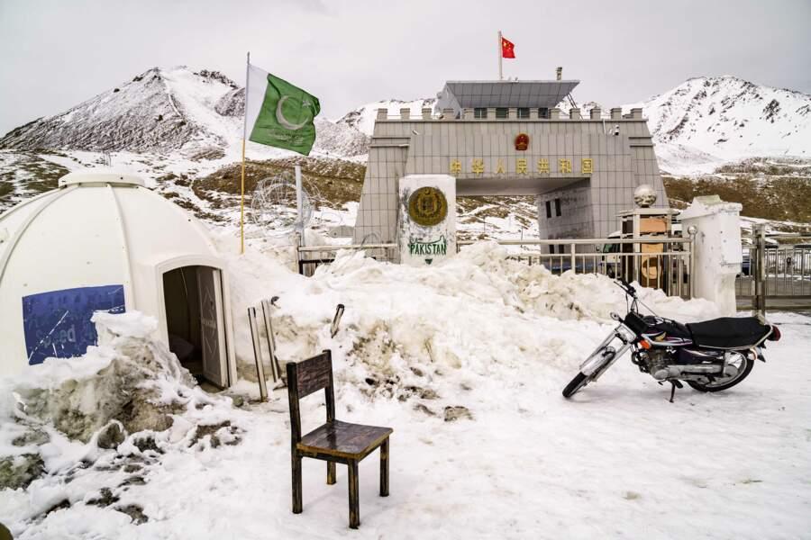 Le col de Khundjerab est la plus haute frontière bitumée du monde