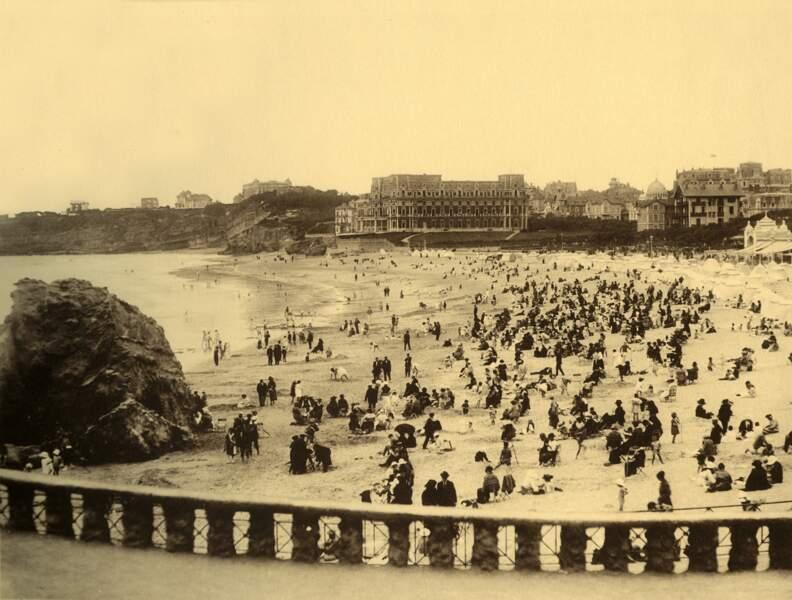 Souvenirs de Biarritz à la Grande Plage vers 1930