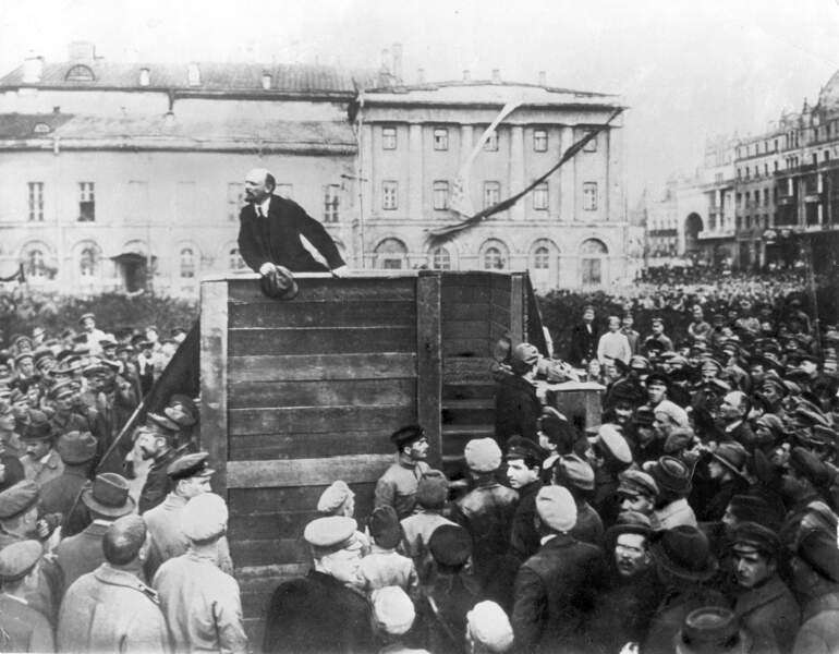 Au revoir Kamenev, exit Trotski