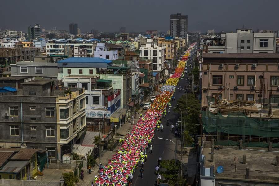 """La """"révolution du printemps"""" en Birmanie"""