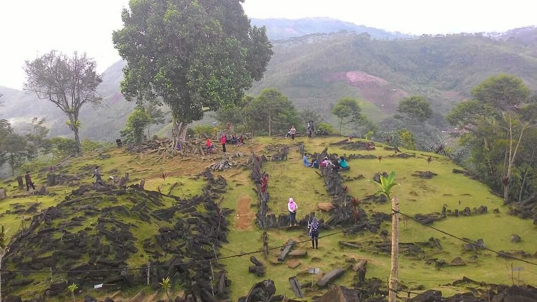 La pyramide de Garut sur le site de Gunung Padang à Java (Indonésie)