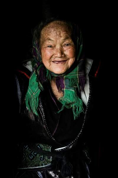 Cette grand-mère a la joie de vivre d'une petite fille